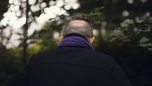 Bakhodet til Misha Alperin i skog