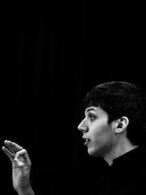 Yuval Weinberg dirigerer