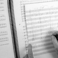 Henrik Hellstenius skriver i partitur