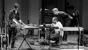 Andrea Neumann, Morten Qvenlid og Ivar Grydeland spiller i Levinsalen på Goodbye Intuition