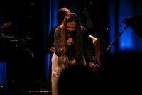 Andrea Horstad synger på Victoria