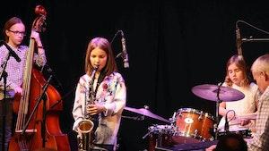 Elever fra Improbasen spiller på konsert