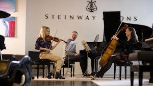 Madelene Berg, Sandra Lied Haga og Gunnar Flagstad spiller sammen i Steinway Piano Gallery