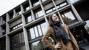 Ragna Rian står foran Musikkhøgskolen