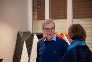 Einar Solbu og Inger Elise Reitan i samtale på rom 139.