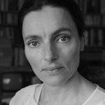Svart-hvitt-portrett av Maja Ratkje