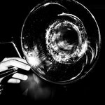 Nærbilde av tuten på trombone
