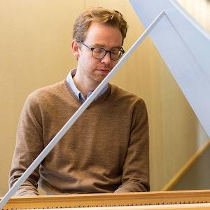 Christian Kjos ved cembaloet