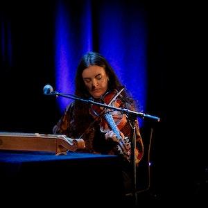 Astrid Garmo spiller på RÅ!