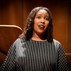 Emily Adjei synger i Levinsalen