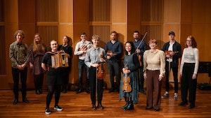 Folkemusikkstudentene på scenen i Levinsalen