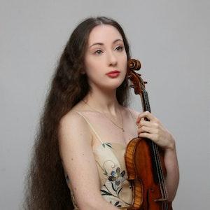 Portrett av Hadar Rimon med fiolin
