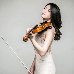 Kelly Lee med fiolin
