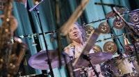 Marilyn Mazur spiller trommer på Victoria nasjonale jazzscene