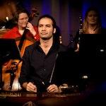 Mirsaeed Hosseiny Panah spiller santur på konsert med Ylajali i Grønland kirke, julen 2018