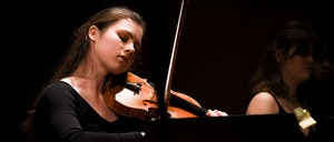 Ragna Rian spiller fiolin under Kammermusikkonkurransen