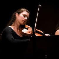 Ragna Rian spiller fiolin på Kammermusikkuka 2018