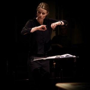 Rebecka Gustafsson dirigerer vokalensemblet i Levinsalen