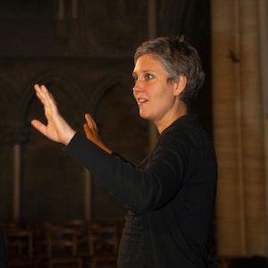 Vivianne Sydnes dirigerer på konsert