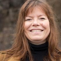 Portrettbilde av Guro Gravem Johansen. Smilende.
